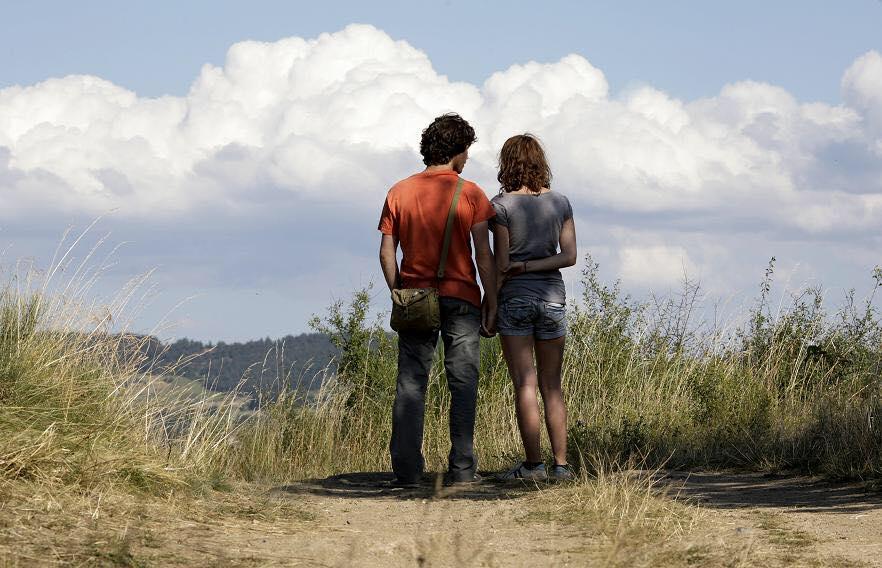 """Lola Créton e Sebastian Uzendowsky em cena do filme """"Adeus, Primeiro Amor"""", de 2011."""