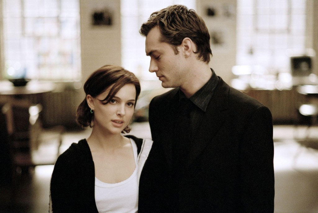 still-of-jude-law-and-natalie-portman-in-closer--perto-demais-(2004)-large-picture