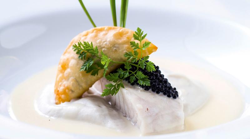 robalo-ao-creme-champagne-com-pure-de-inhame-e-pastel-de-caviar