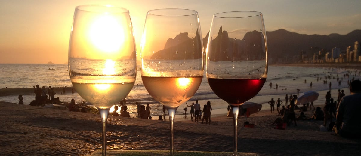 vinho na praia